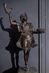 リュトンを持つ古代ローマの守護神